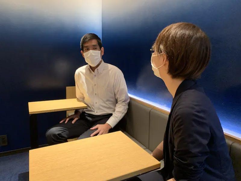▲「ホテルニューショーヘイ」支配人の新谷さんにインタビュー:口コミラボ編集部撮影