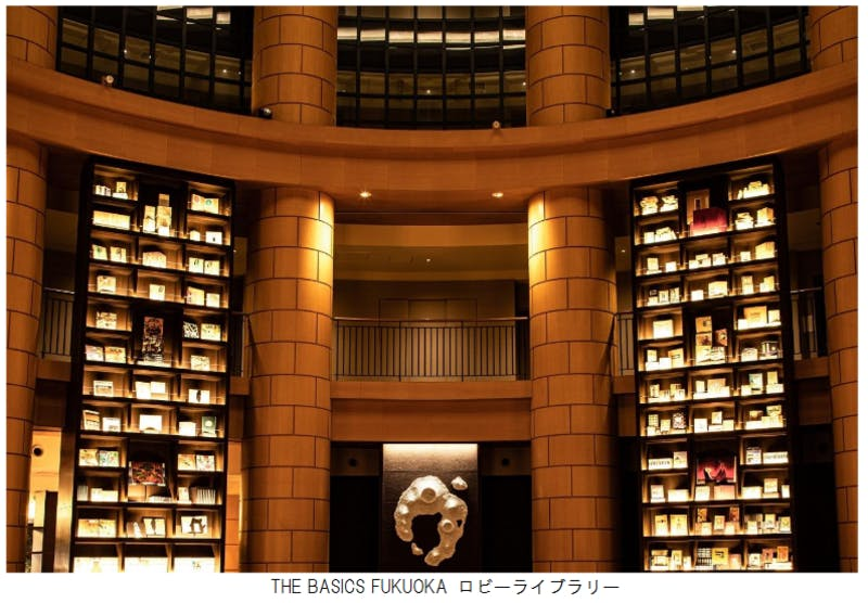 ▲[約5,000冊の書物を収納したロビーライブラリー]:HOTELIER