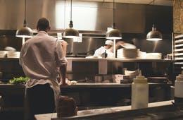 飲食店の補助金活用事例 | 持続化補助金・ものづくり補助金・雇用調整助成金など、制度と成功事例を紹介