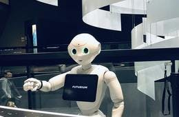 焼肉の和民、サイゼリヤが「配膳ロボット」実証実験を相次いで開始